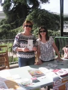 Compañeras de Avanzax en la mesa informativa del encuentro celebrado en Córdoba